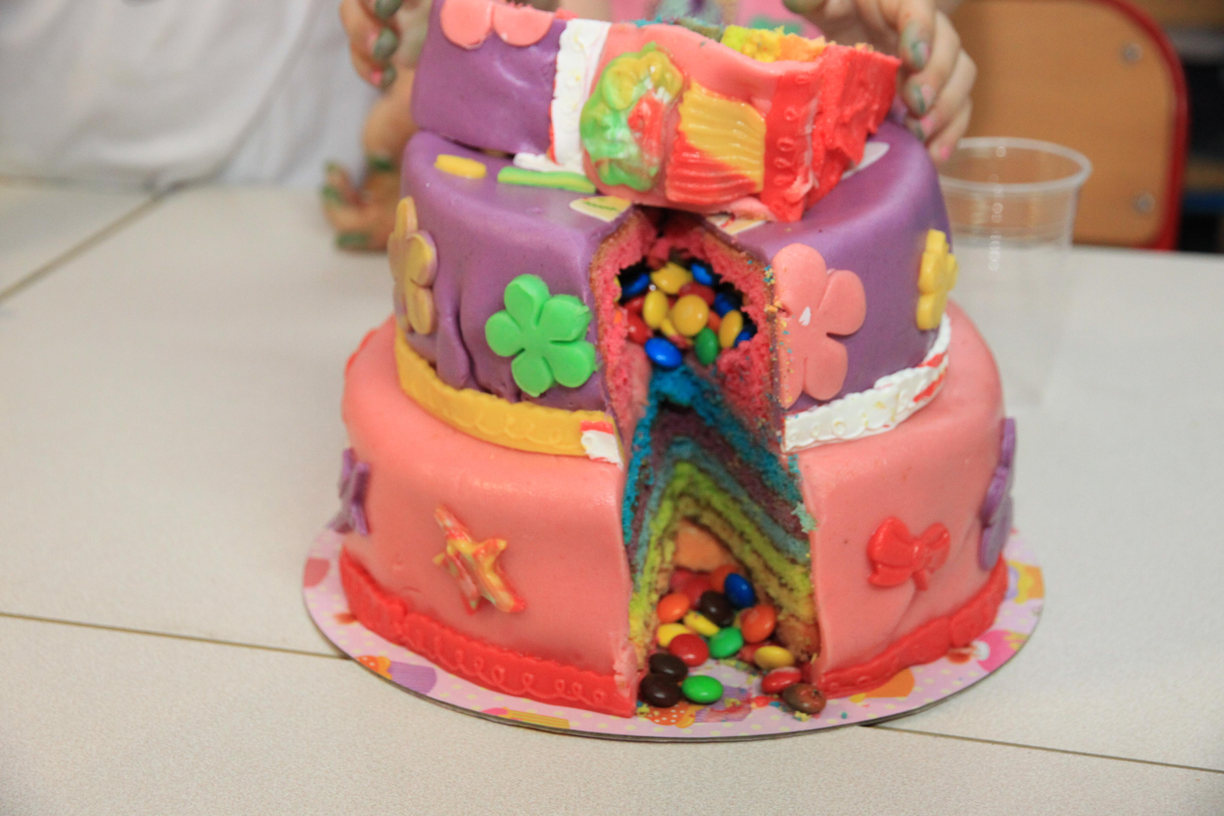 Gâteau arc en ciel suprise